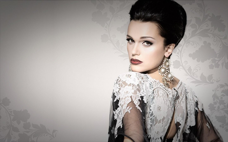 Российская певица Слава опубликовала в соцсети селфи с немолодым мужем, которое вызвало много критики