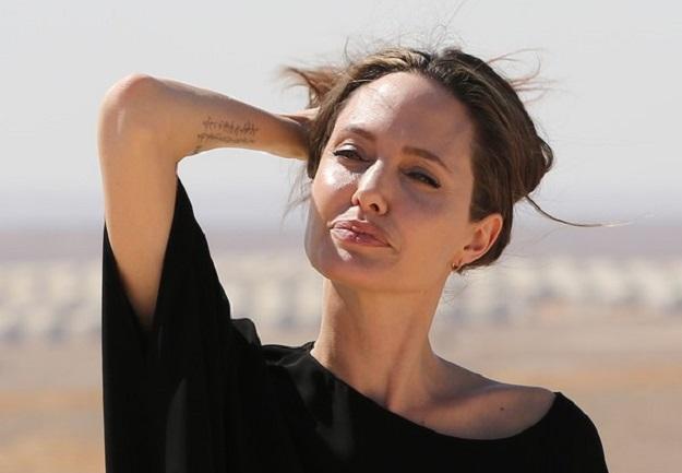 Джоли встречается сЛето