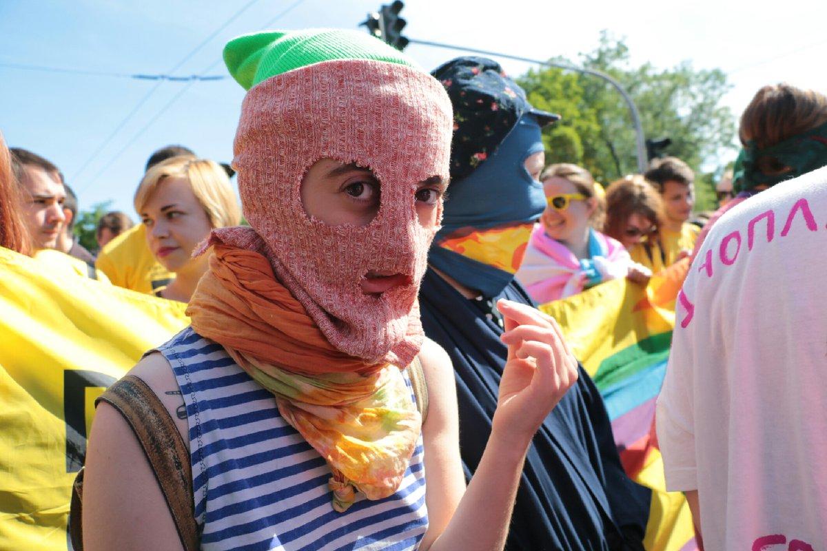 """Политики, поп-звезды и общественные активисты засветились на """"Марше равенства"""""""