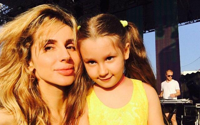 На репетиции концерта Светланы Лободы ее дочь попробовала себя в роли барабанщицы