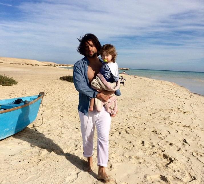 Владимир Ткаченко снимает новый клип со своей семьей в Египте