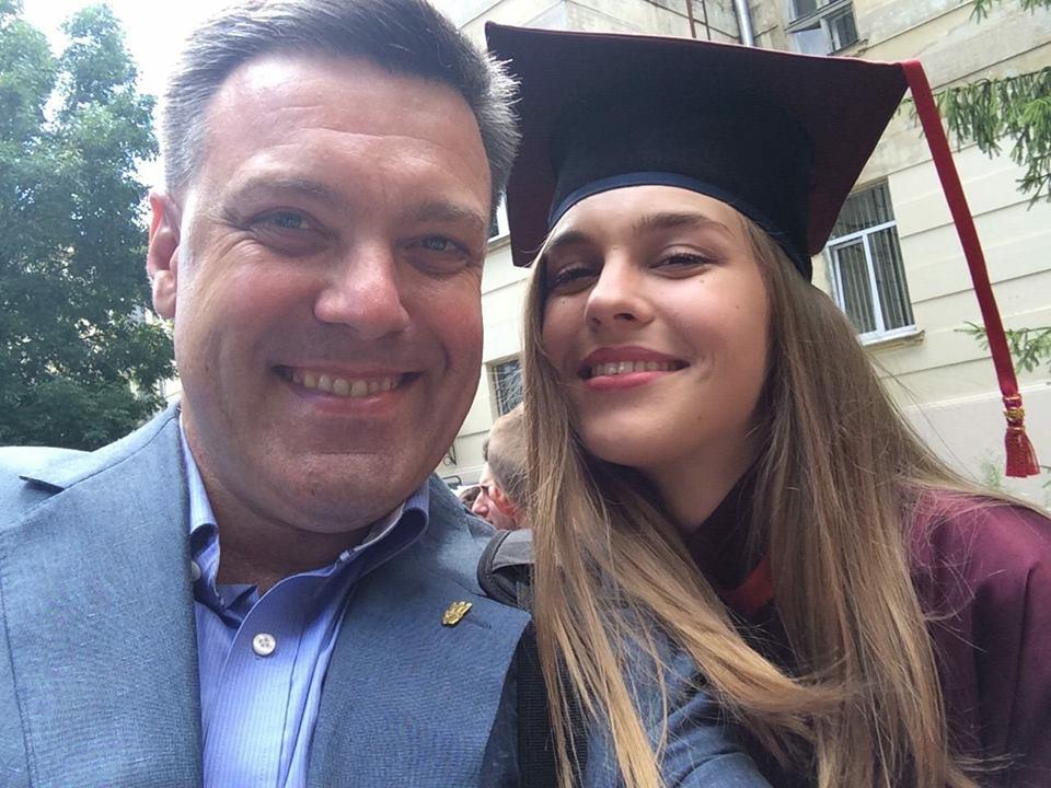 Тягнибок похвастал дипломом дочери