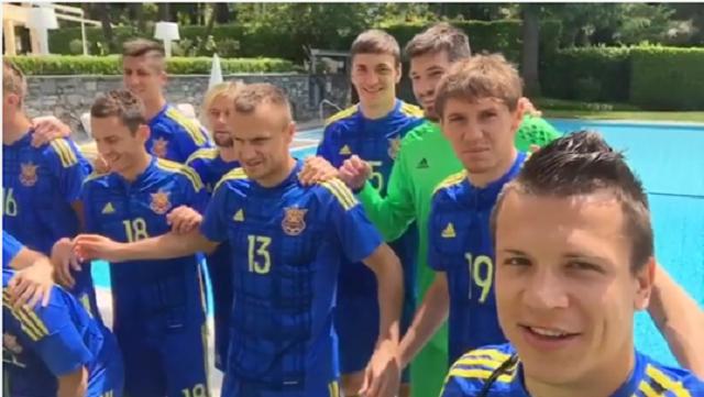 Игроки сборной Украины сбросили Хачериди в бассейн