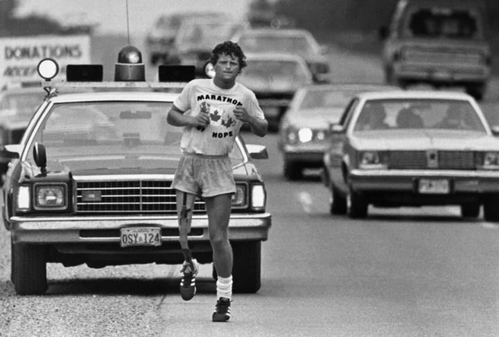 Спортсмен пробежал сверхмарафонскую дистанцию через всю Канаду с протезом вместо одной ноги