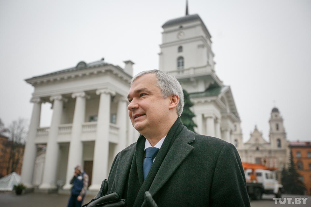 Посол Беларуси во Франции получил титул Почетного Мушкетера