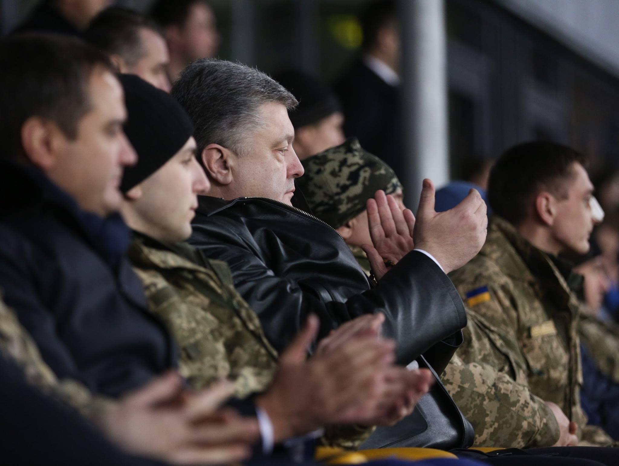 Матч 24 февраля собрал на стадионе украинских политиков, военных АТО и президента Порошенко