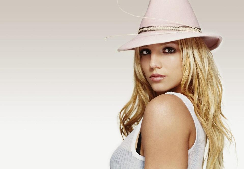 Американская поп-звезда недооценила опасности громадных волн на Гавайях