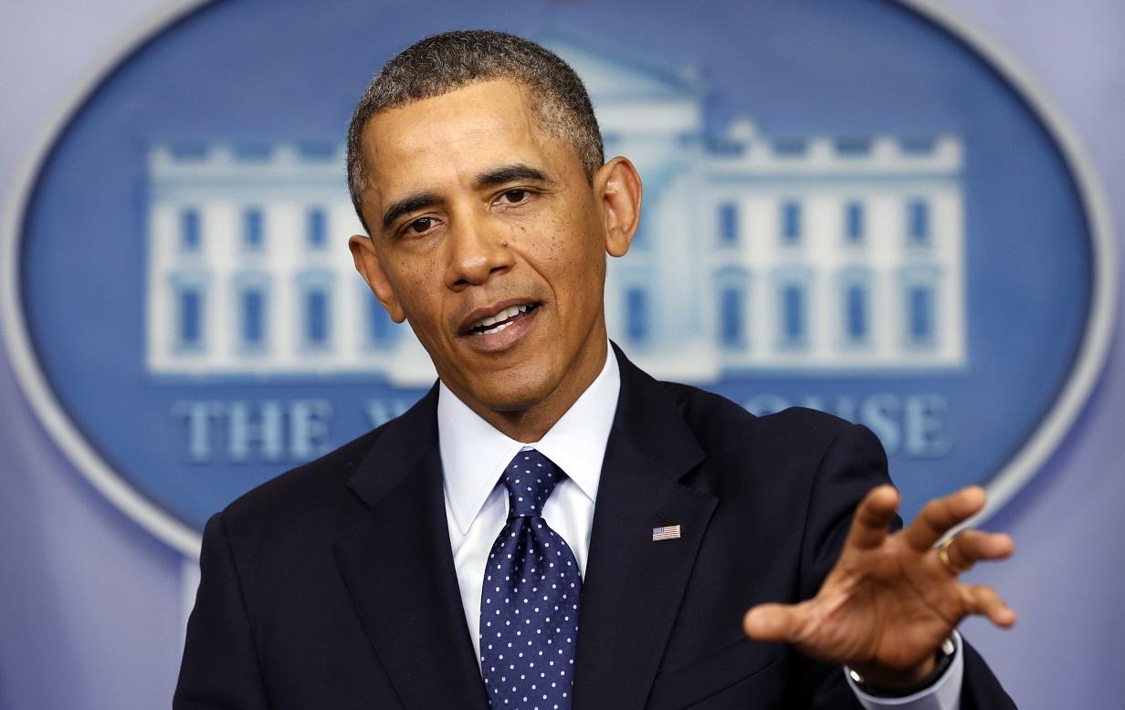 Саша Обама работает в рыбном ресторане, а тем временем за ней приглядывает охрана президента