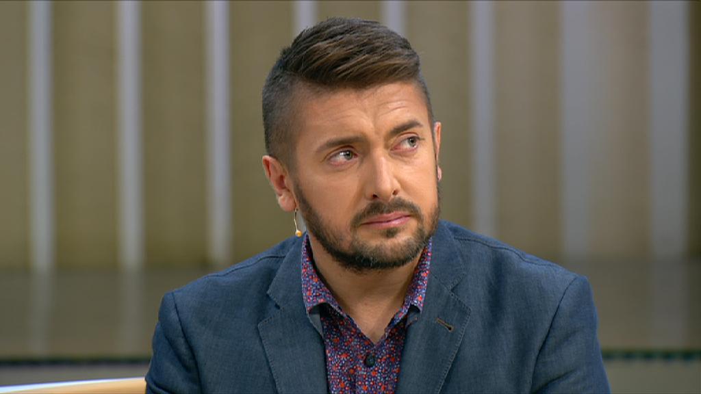 Известный телеведущий Алексей Суханов признался, что развелся с женой