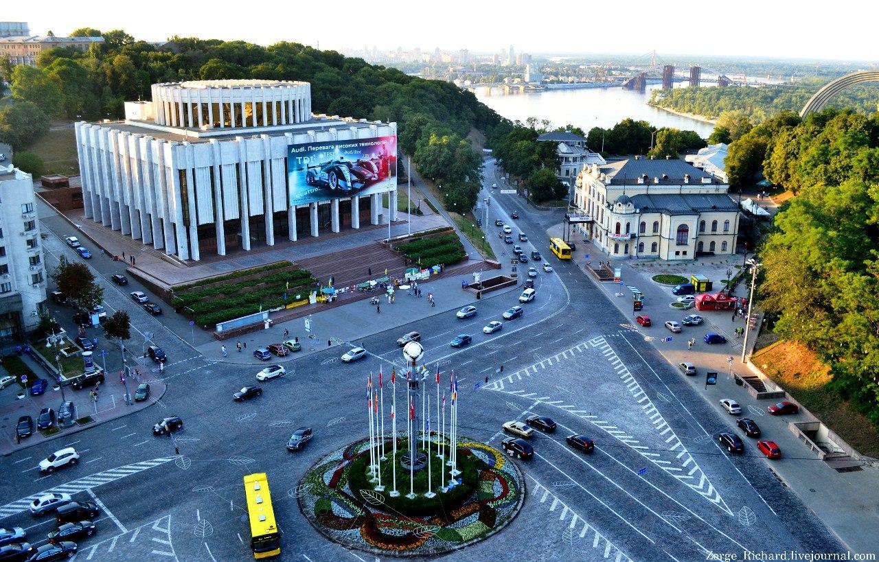 Как в Киеве проводят последние теплые деньки