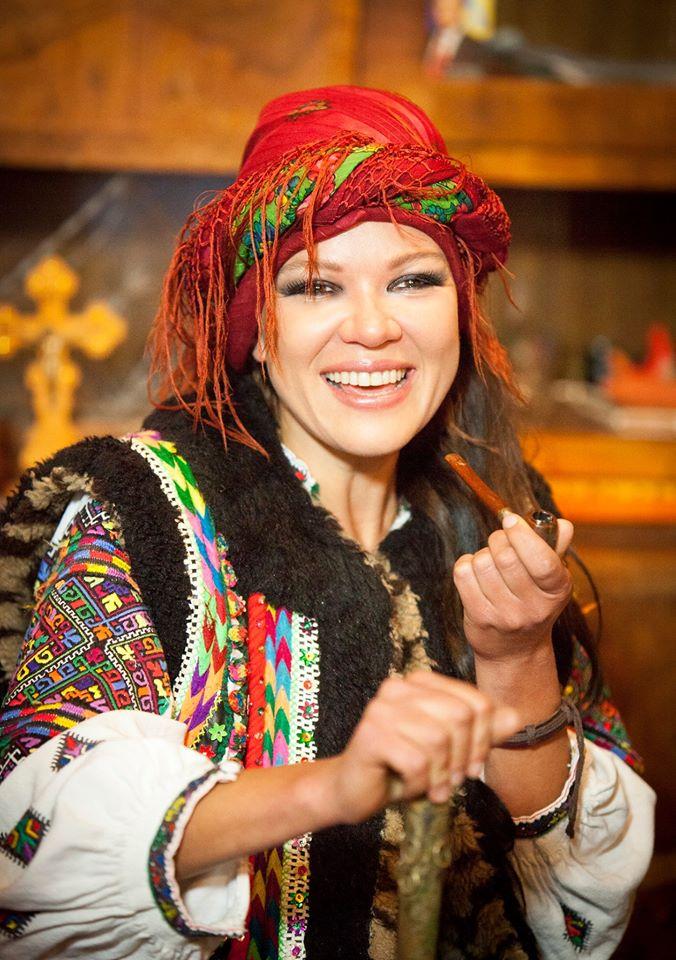 Певица показала эксклюзивые фото в стариных гуцульских нарядах